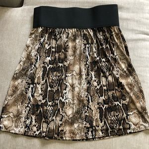 Snake print skirt S 6 by Laundry by Shelli Segal